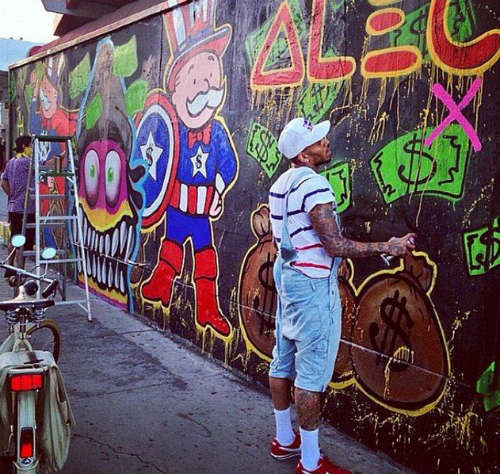 Chris brown 30 facts you didn 39 t know about breezy for Chris brown mural